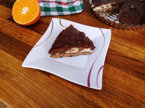 Ciasto z kremem, orzechami laskowymi i daktylami