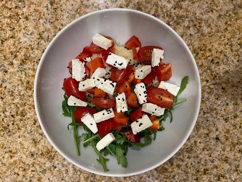 Kuskus z warzywami i serem feta